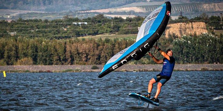 Vyzkoušejte wing-surfing: individuální 2hod. kurz vč. zapůjčení vybavení