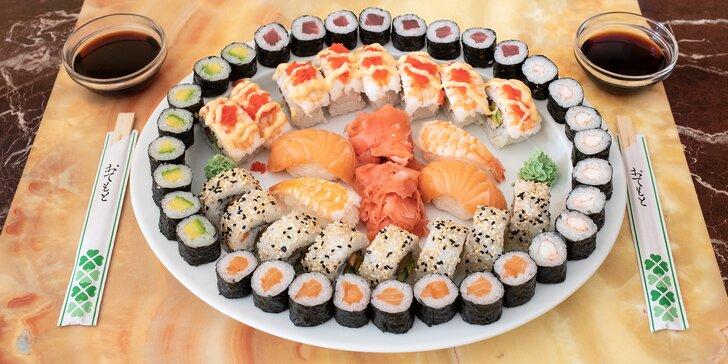 Nabité sushi sety s lososem, tuňákem i smaženou krevetou: 24 až 52 rolek