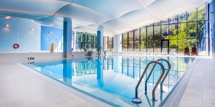 Moderní hotel s výhledem na Slezské Beskydy: polopenze a neomezený vstup do wellness i fitness