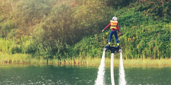 Adrenalinový zážitek na Flyboardu: instruktáž, pomůcky a 10 minut letu na Orlíku