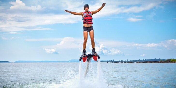 Adrenalinový zážitek na Flyboardu: instruktáž, pomůcky a 10 minut letu