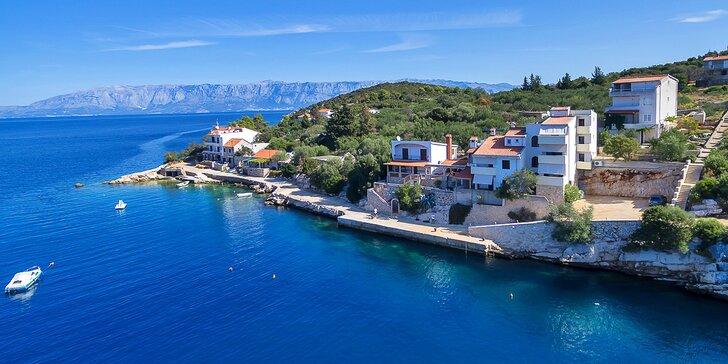 Pohoda na ostrově Hvar: příjemné apartmány na břehu krásné zátoky pro páry i rodiny