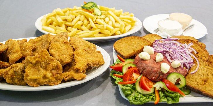 Masové hody až pro 4 jedlíky: 1 kg řízků, 200 g namíchaného tataráku, topinky, hranolky a omáčky