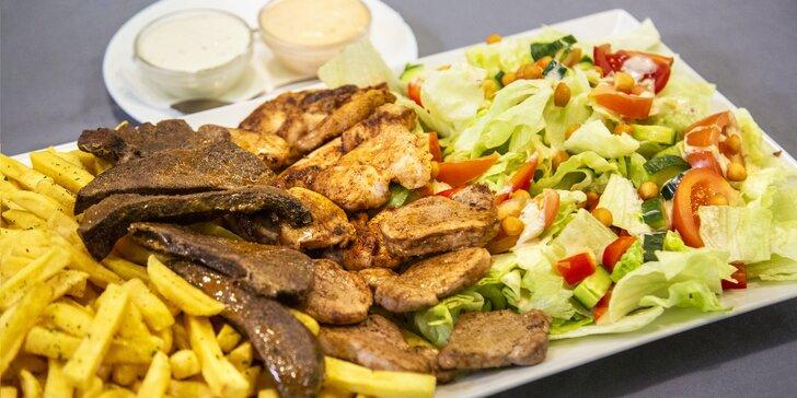 Porce dobrot přímo z grilu až pro 4 jedlíky: panenka, kuře, játra i hranolky