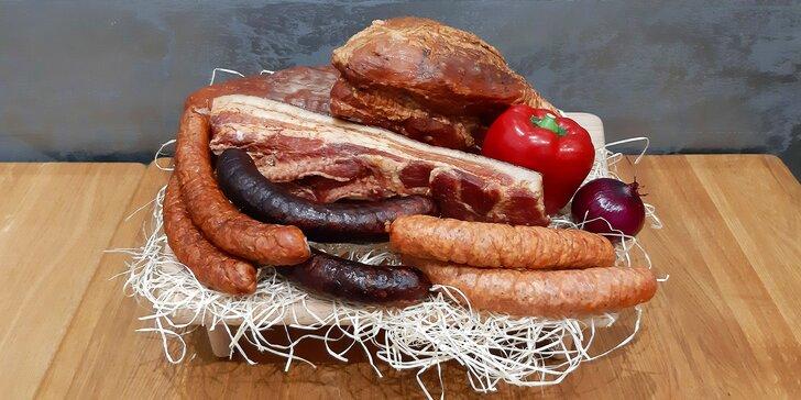 Výběrová bedýnka: 4 kg mysliveckých i šumavských klobás a uzené kýty, plece či špeku od farmáře