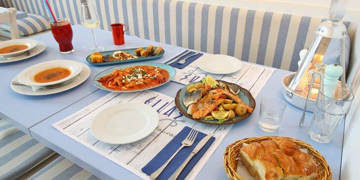 Řecké menu pro dva: mušle, kalamáry, mořský vlk, mix dezertů i víno