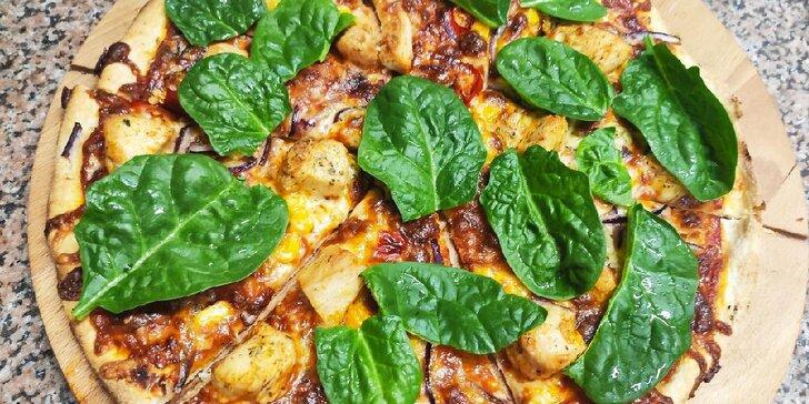 Jedna nebo dvě pizzy podle výběru z 22 druhů, možnost odnosu s sebou