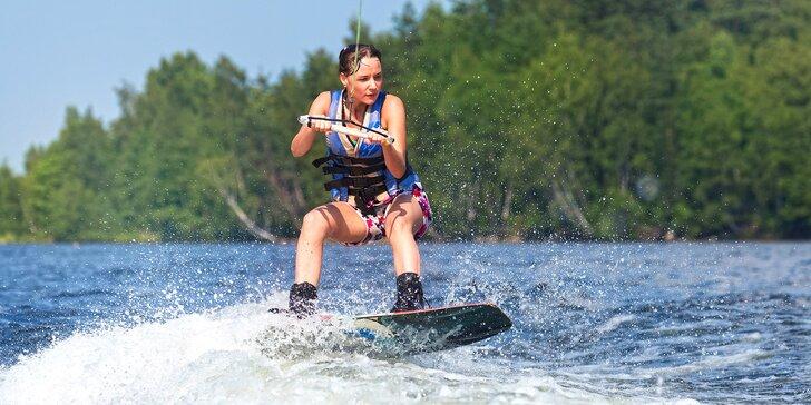 60 minut jízdy po vodní hladině: wakeboard pro 2 osoby s dozorem instruktora
