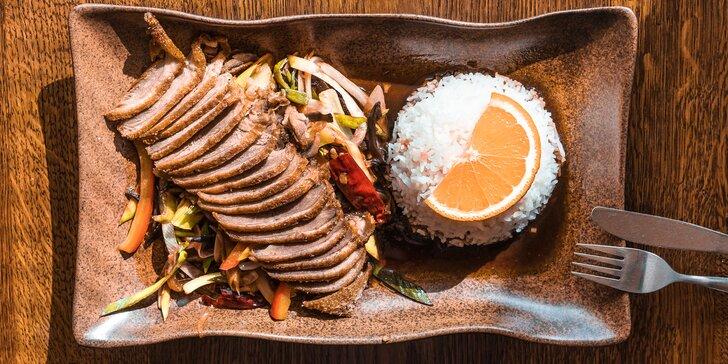 Hlavní vietnamské jídlo podle výběru s kuřecím, hovězím nebo kachnou