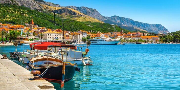 Letní dovolená v Chorvatsku na Makarské: hotel u pláže, výhledy na hory a snídaně