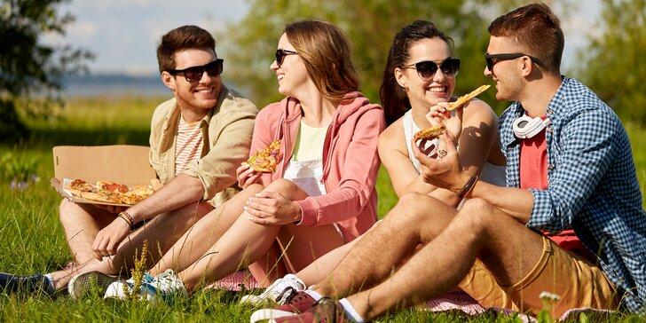 Uspořádejte piknik na Petříně: pizza dle výběru, Coca-Cola, víno či pivo