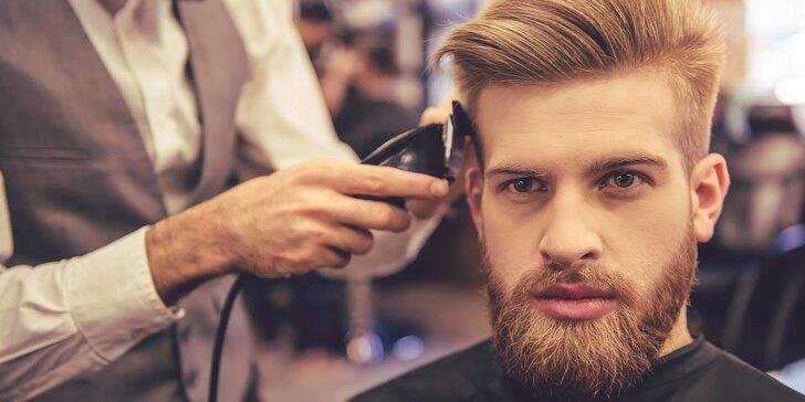 Barber péče pro pány: střih, masáž hlavy, úprava vousů a sklenka dominikánského alkoholu Mamajuana