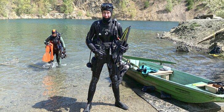 Potápěčem na zkoušku v lomu: teoretická příprava, 2 ponory, půjčení výstroje