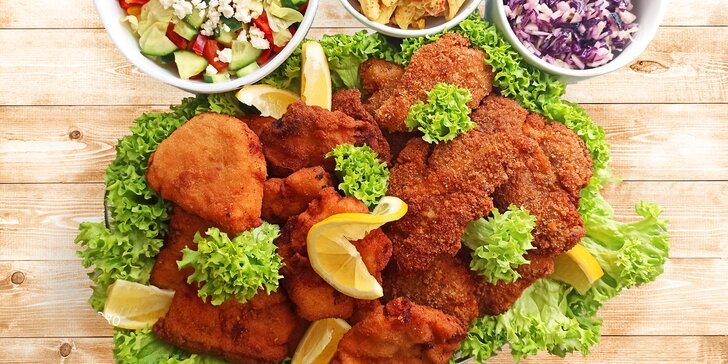 Dva nebo čtyři kg kuřecích a vepřových miniřízečků se třemi druhy salátů