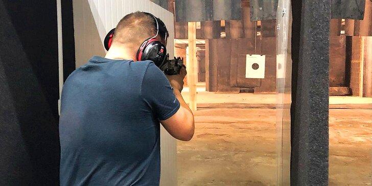 Střelecké balíčky pro 1 i 2 osoby: až 10 zbraní a 51 nábojů, pistole, brokovnice, samopaly i pušky