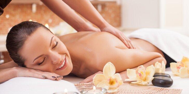 Hýčkající masáž podle výběru: relaxační, havajská, těhotenská nebo třeba lávové kameny