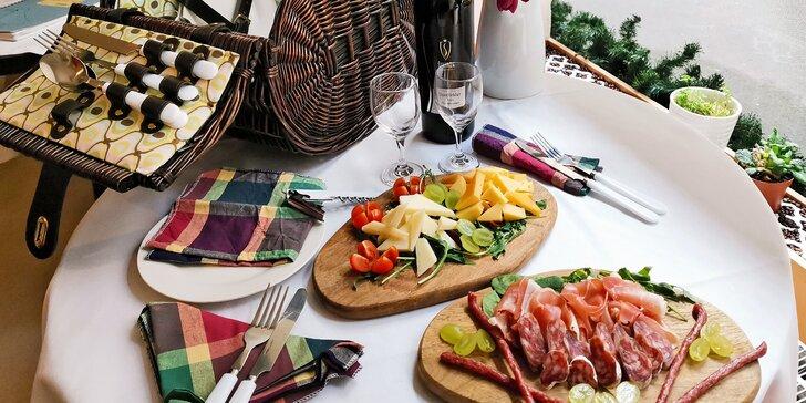 Piknikové koše dle výběru: tortilly i řízečky a špízy, na zapití lahev vína či domácí limonáda