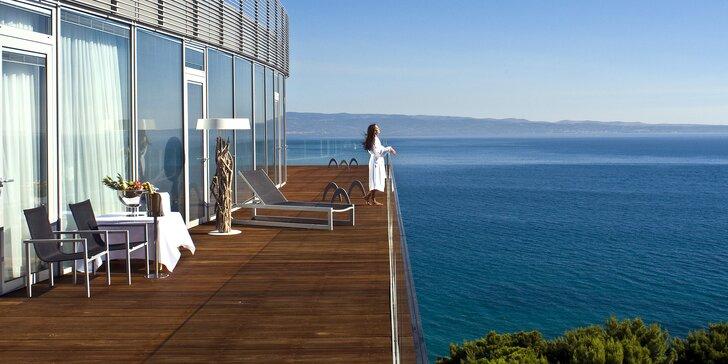 Dovolená ve Splitu: krásný plážový resort s venkovním bazénem i wellness a se snídaní
