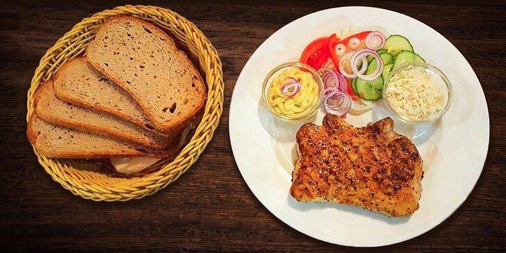 Zažeňte hlad: 300 g šťavnaté vepřové kotlety přímo z grilu pro 1 nebo 2