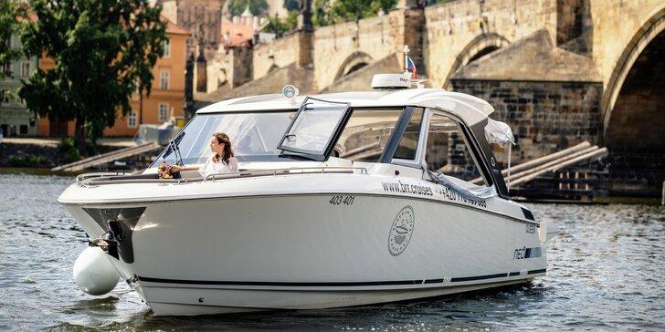 Hodinová veřejná nebo privátní plavba luxusní jachtou i s občerstvením