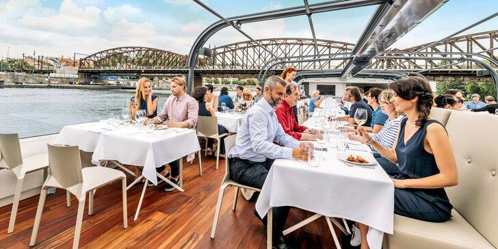 Oběd na moderní prosklené lodi: 2hod. plavba Prahou, živá hudba, výhledy a welcome drink