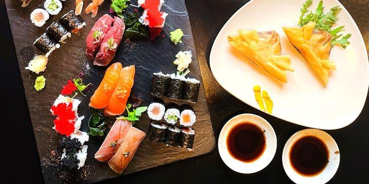 Sushi menu pro dvě osoby vč. závitku a palačinky: 34 kousků s krevetou, lososem i tuňákem a hovězím