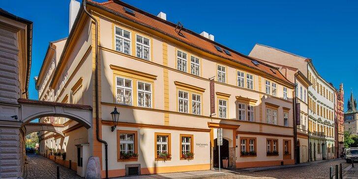 Pobyt v historickém centru Prahy: elegantní hotel se snídaní a lahev vína