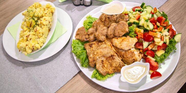 Steak menu z grilu pro 2–3 osoby: vepřové i kuřecí maso, šťouchané brambory a zelenina