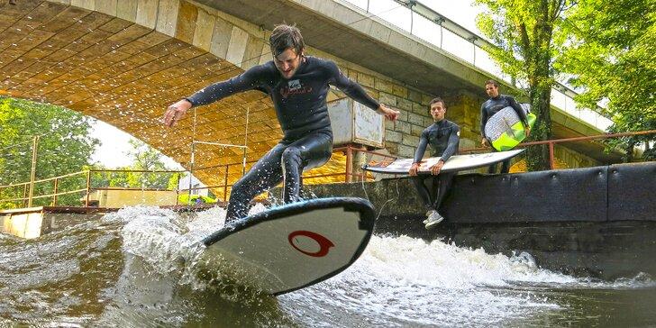 Naučte se surfovat: 2hodinová lekce na umělé vlně pro 1 nebo 2 osoby