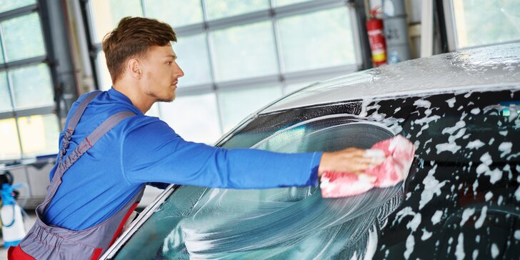 Péče o auto: čištění interiéru, exteriéru nebo renovace laku