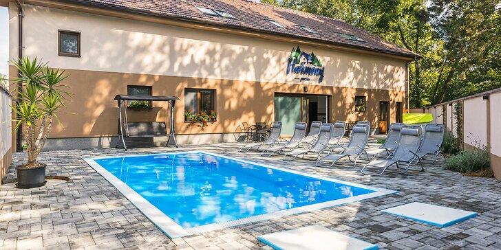 Dovolená v novém penzionu 300 m od zámku v Lednici: snídaně i privátní sauna, vířivka a krytý bazén, park