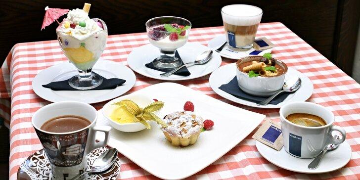 Zastavení na Starém Městě: káva a italský dezert dle výběru pro 1 nebo 2