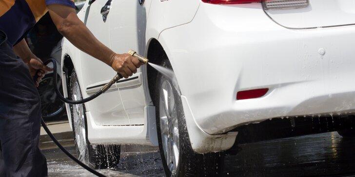 Ruční mytí auta: luxování, tepování, leštění oken i oživení plastů