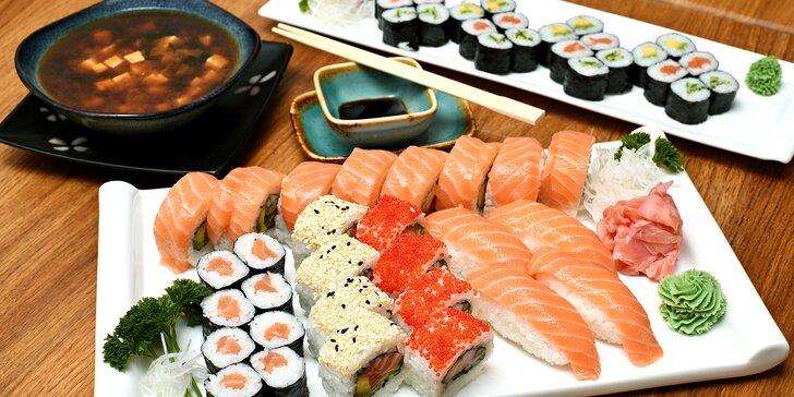 Nabité sushi sety v centru Prahy: 24–72 rolek, miso polévky, závitky i wakame