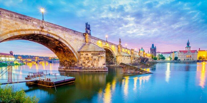 Dovolená v centru Prahy: 4* hotel se snídaněmi, obědem a okružní jízdou po městě