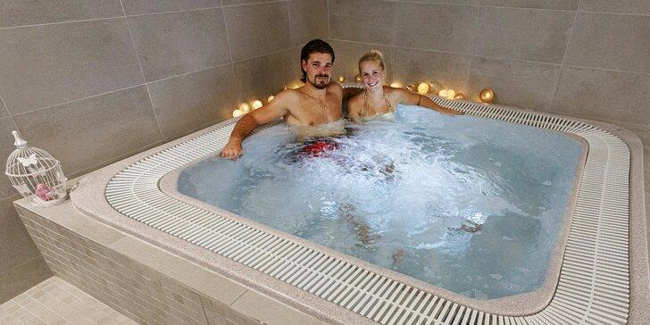 Dokonalý relax ve dvou či rozlučka se svobodou v privátním wellness: whirlpool i sauna až pro 10 osob