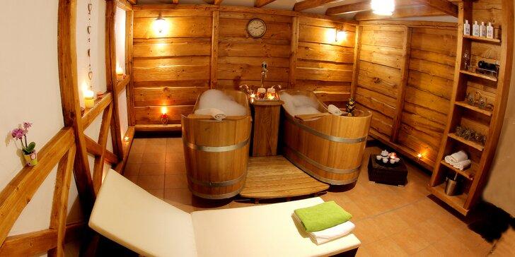 Romance pro dva: privátní koupele v dřevěných kádích a aromaterapie s hudbou