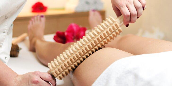Maderoterapie: masáž dřevěnými válečky proti celulitidě s použitím bio oleje