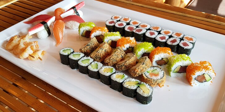 Japonská Ostrava: set 32 či 50 ks sushi s rybami, krevetami i avokádem