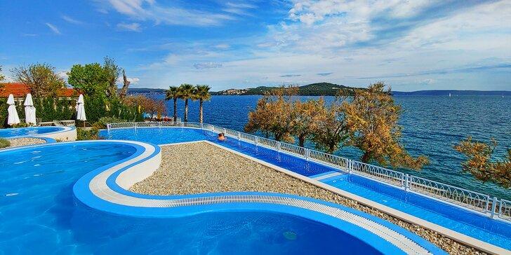 Dovolená u Splitu pro všechny věkové kategorie: apartmány pro 2–6 osob v plně vybaveném resortu