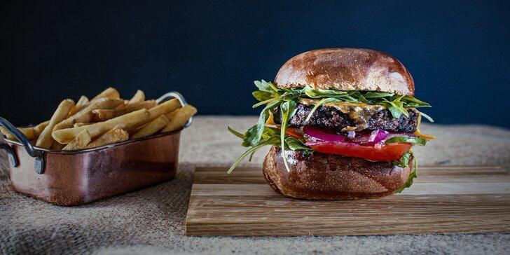 Burger z Anguse nebo veggie burger, hranolky a nápoj podle výběru