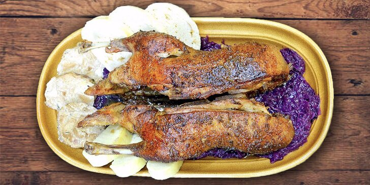 Celá pečená kachna s dvěma druhy knedlíků a červeným zelím pro dva