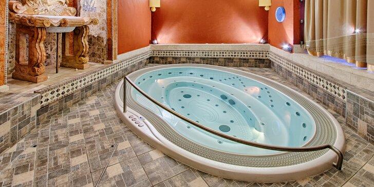 Relax pro pár v 5* hotelu na Malé Straně: privátní wellness, masáž i 3chodové menu s vínem