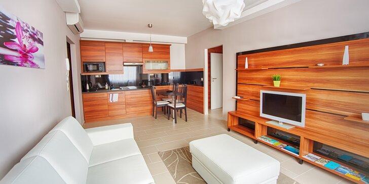 Odpočinek v Sárváru s výtečnou stravou či bez: moderní apartmány i vstupy do lázní jen 350 m od nich