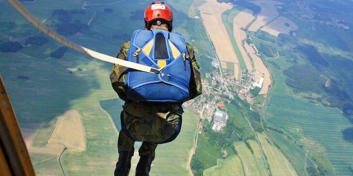 Základní parašutistický výcvik vč. seskoku z letadla pro 1 osobu