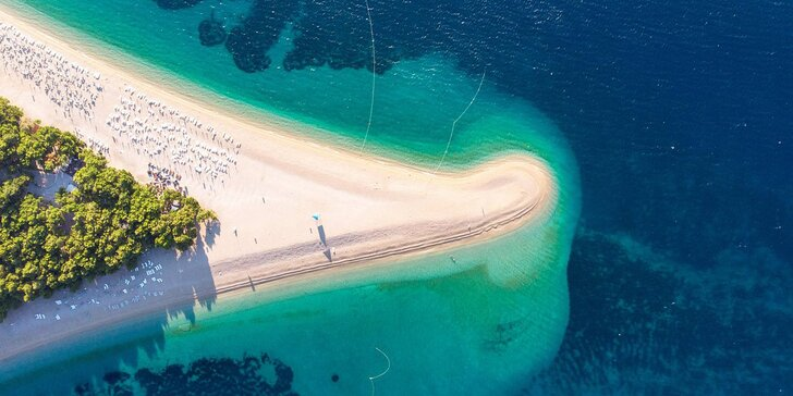 4* dovolená na ostrově Brač: hotel přímo u moře, polopenze, bazén i wellness centrum