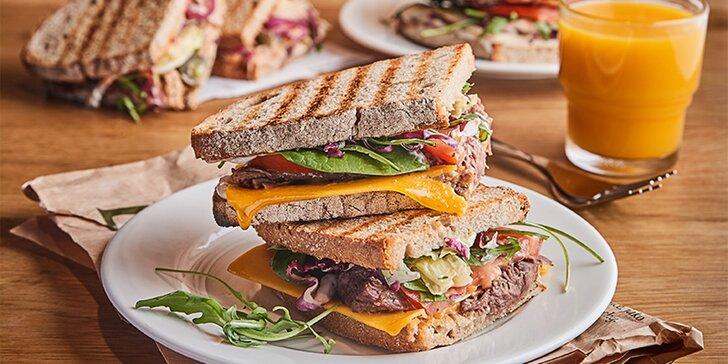Prémiový sendvič s masem nebo velký salát s ingrediencemi a zálivkou podle výběru