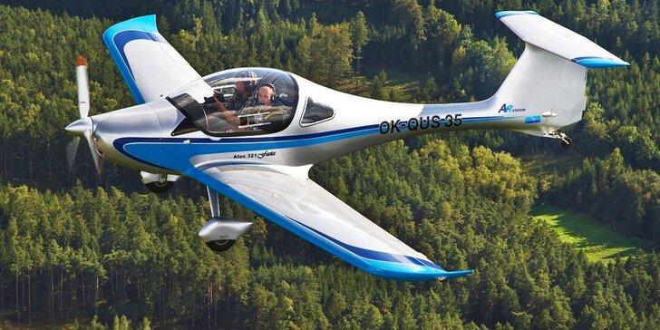 Vzhůru do výšin: let sportovním letounem z letiště Příbram na 25–30 minut