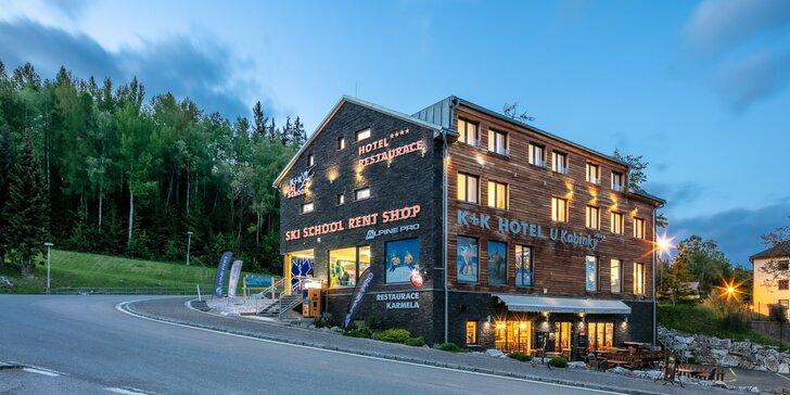 Aktivní odpočinek v moderním hotelu v Krkonoších: snídaně, půjčení koloběžek a vstup do lanového parku