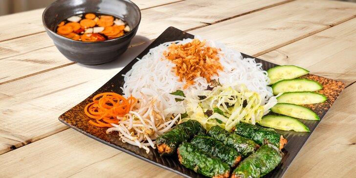 Vietnamské či thajské jídlo pro 2: s hovězím, kuřecím, kachnou i vegetariánské